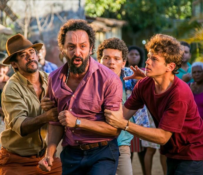 Bento se enfurece diante do político (Foto: Paulo Belote/ Globo)