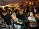 Justin Bieber causa tumulto e, após duas tentativas, desiste de jantar fora