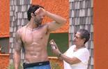 Renan pergunta se está forte e Geralda garante: 'Está nos trinques'