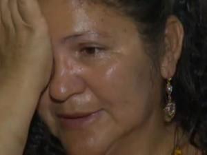 """""""Eu não acredito que ninguém mais durma tranquilo"""", desabafa Angineide Pereira de Macedo, em Queimadas (Foto: Reprodução / TV Paraíba)"""