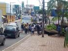 Ônibus derruba parada no Centro de Rio Branco após tentar ultrapassagem