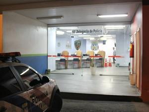 Caso foi registrado no 10º Distrito Integrado de Polícia, no AM (Foto: Indiara Bessa/G1 AM)