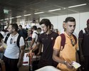 Torcedor do Roma viaja com ídolos e participa de rotina de jogo em Barcelona