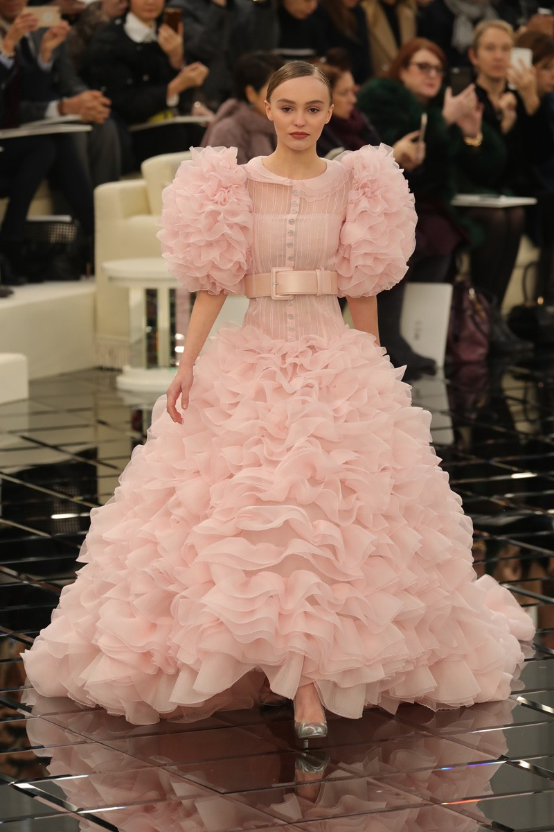 Lily-Rose Depp na Chanel Couture (Foto: Antonio Barros)