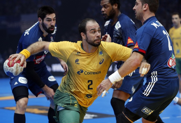 Brasil x França, handebol, Mundial da França (Foto: AP)