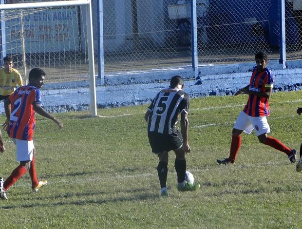 Camisa 9 do Galo fez o primeiro gol da partida (Foto: Christiano Jilvan)