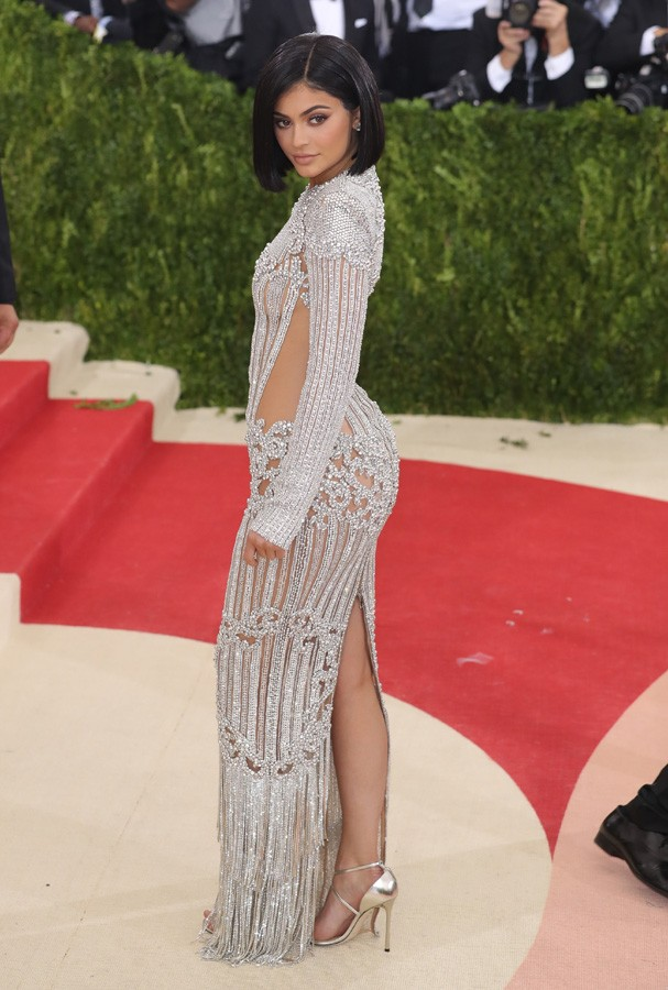 "NEW YORK, NY - MAY 02:  Kylie Jenner attends the ""Manus x Machina: Fashion In An Age Of Technology"" Costume Institute Gala at Metropolitan Museum of Art on May 2, 2016 in New York City.  (Photo by Neilson Barnard/Getty Images for The Huffington Post) (Foto: Getty Images for The Huffington)"