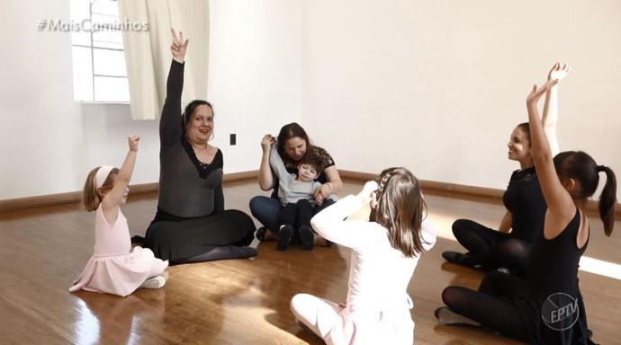 Em Campinas (SP), projeto ensina arte para as pessoas de forma gratuita (Foto: reprodução EPTV)
