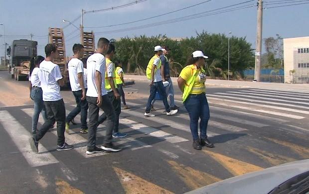 Iniciativa destacou a importância do respeito à faixa de pedestres (Foto: Jornal do Acre)