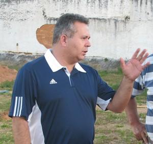 Almir Laurindo, diretor administrativo do São Bento, e Valdir Oliveira tesoureiro da Associação Vamos Subir Bento (Foto: Rafaela Gonçalves / GLOBOESPORTE.COM)