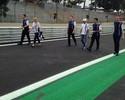 Antes de ligar os motores, pilotos da  Fórmula 1 percorrem Interlagos a pé