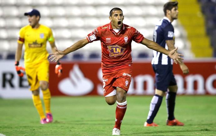 Abila comemora gol do Huracan contra o Alianza de Lima (Foto: Agência AP )