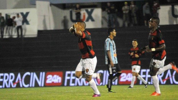 Porto x Sport - gol de Patric (Foto: Aldo Carneiro/ Pernambuco Press)