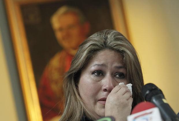 Floribeth Mora, que teria sido curada pela intercessão do Papa João Paulo II, dá entrevista nesta sexta-feira (5) em San Jose da Costa Rica (Foto: AFP)