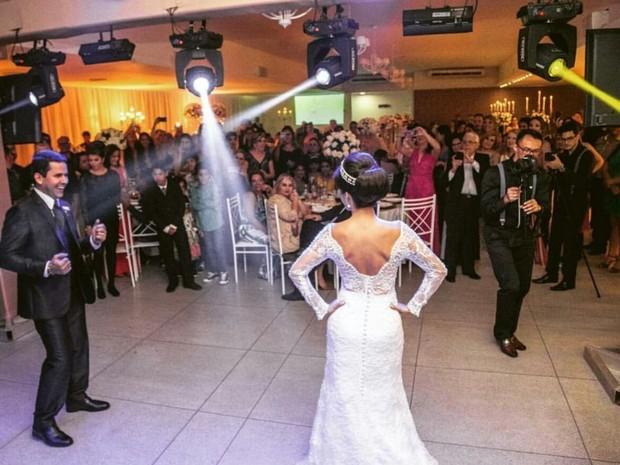 Casal escolheu sucesso Bora porque queria algo diferente no casamento (Foto: Arquivo Pessoal)