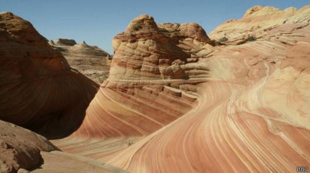 Formação rochosa moldada por causas naturais no Arizona, nos EUA (Foto: BBC)