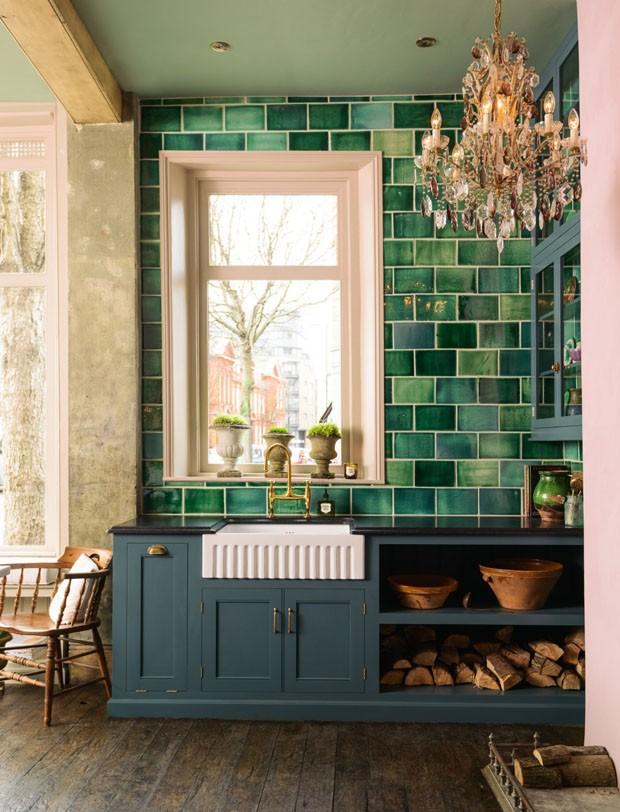 Décor do dia: verde, rosa e azul na cozinha retrô (Foto: reprodução)