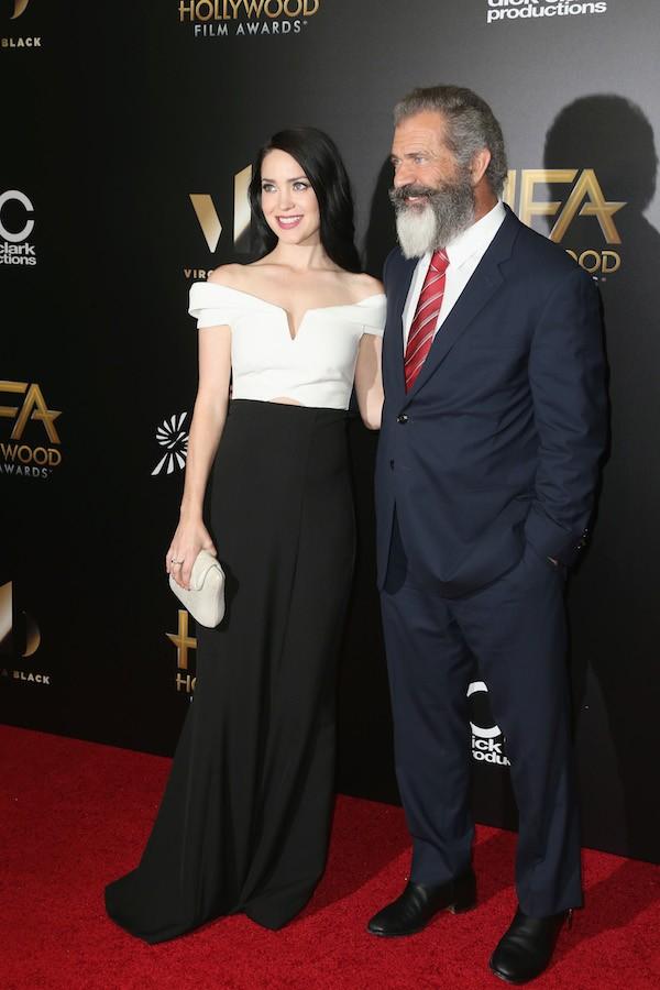 O ator Mel Gibson com a namorada, Rosalind Ross (Foto: Getty Images)