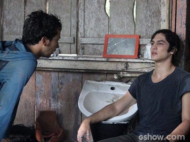 Antônio perde todo o restinho de esperança que ainda tinha na vida (Foto: Malhação/ TV Globo)
