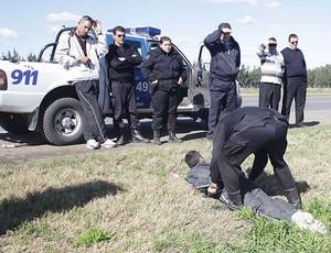 Polícia mantém torcedor do Boca detido (Foto: Reprodução / Olé)