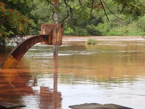Água na cidade chegou a 3, 72 metros (Foto: Lucas Pereira/Divulgação)