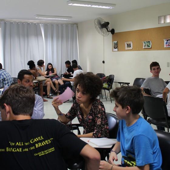 O questionário usado na pesquisa foi elaborado com a ajuda de 25 jovens, entre 13 e 25 anos, de todas as regiões do país. O objetivo foi integrar os estudantes no processo e incorporar a linguagem deles às perguntas (Foto: Divulgação)