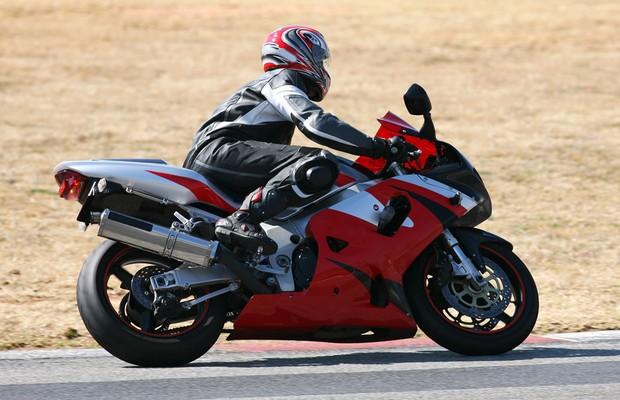 Alguns equipamentos são essenciais para garantir a segurança dos motociclistas (Foto: Thinkstock)