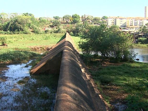 Barragem foi construída para conter a água do ribeirão Preto durante as chuvas (Foto: Antônio Luiz/EPTV)