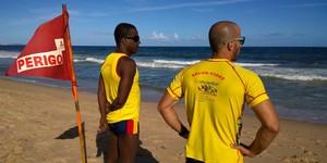 Com profissão não regulamentada, 200 salva-vidas atuam em Salvador (Denise Paixão/ Do G1 BA)