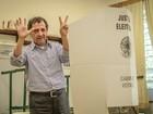 Gilson de Souza (DEM) vota em Franca, SP