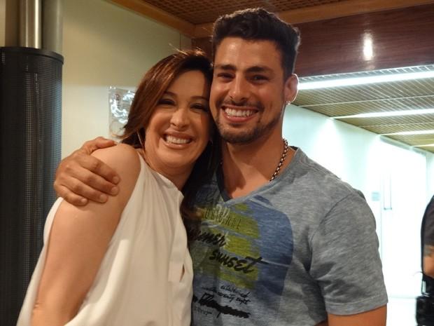 Cauã Reymond faz visita surpresa a amiga Claudia Raia (Foto: Salve Jorge / TV Globo)