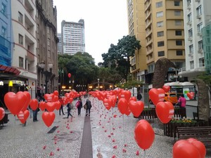 Calçadão da VX de Novembro amanhece com balões pró-governo Dilma Rousseff (PT) (Foto: Elisane Frank/ Arquivo pessoal)