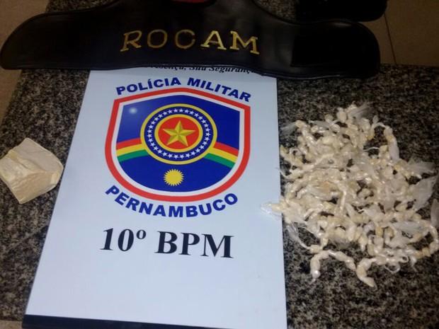 Droga apreendida com menor em Maraial (Foto: Divulgação/ Polícia Militar)