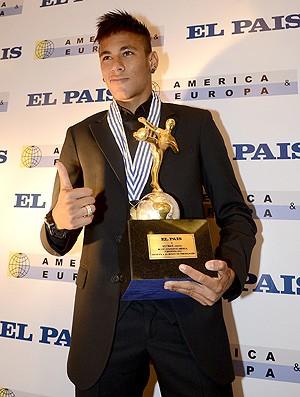 Neymar recebe prêmio das Américas (Foto: EFE)