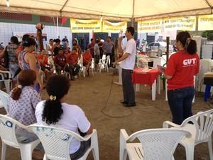 Servidores municipais acampados em frente a sede da prefeitura (Foto: Vanessa Lima/G1 RR)
