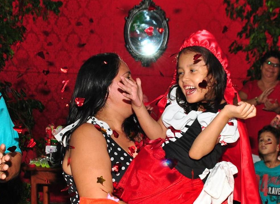 Menina precisa viajar para São Paulo para fazer diagnóstico (Foto: Fabiola Figueiredo/Arquivo Pessoal)