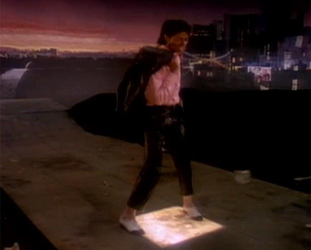 Em 'Billie Jean', MJ acende luzes por onde passa' (Foto: Reprodução)