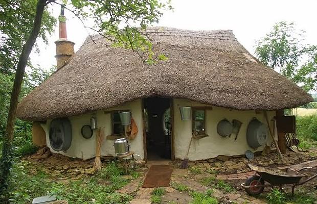 Acredite: essa casa inteira foi construída por pouco mais de 500 reais (Foto: Divulgação)