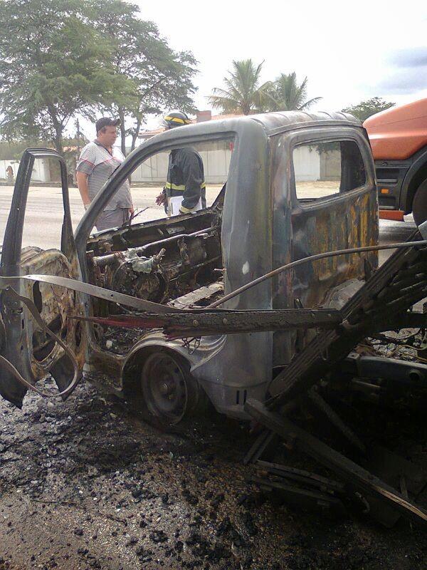 Corpo de Bombeiros foi acionado e apagou as chamas (Foto: Maria Lucineide/ Arquivo Pessoal)