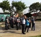 Moradores de invasão em SP enfrentam PM (Juliana Cardilli/G1)