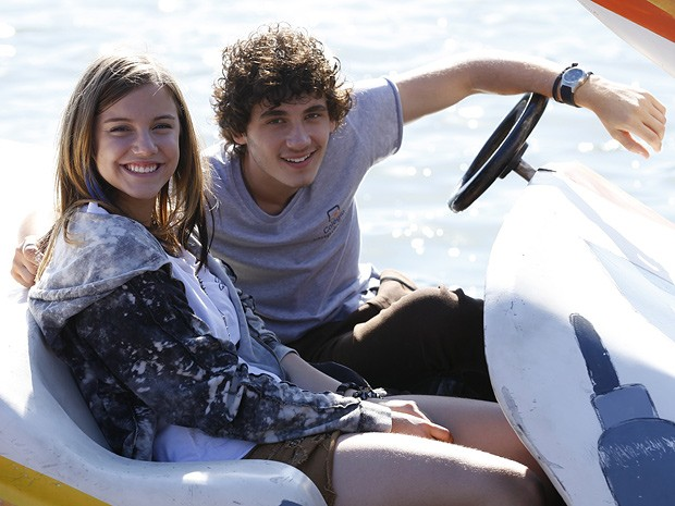 Alice Wegmann e Guilherme Prates gravam cenas na Lagoa Rodrigo de Freitas (Foto: Malhação  / TV Globo)
