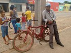 Idoso pedala 10 quilômetros para votar (Pâmela Fernandes/G1)