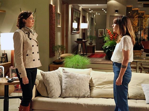 Maria Marta garante a Danielle que o filho não vai sair de casa (Foto: Carol Caminha/TV Globo)