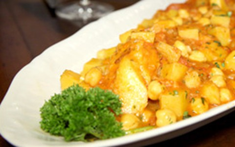 Bacalhau com batatas e grão-de-bico