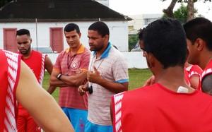 Nei Gaúcho conversa elenco Rio Branco (Foto: Duaine Rodrigues)