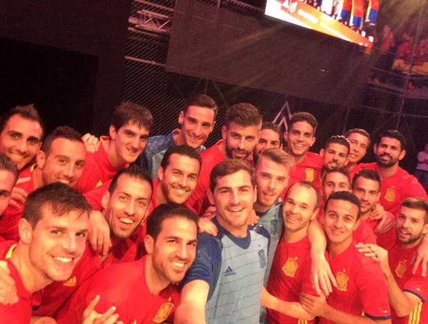 """BLOG: Casillas exibe nova camisa da Espanha: """"Pronto para defender o que é nosso"""""""