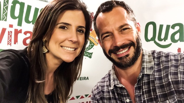 A repórter Cristiane Amaral posa para foto com Malvino Salvador (Foto: Arquivo Pessoal)