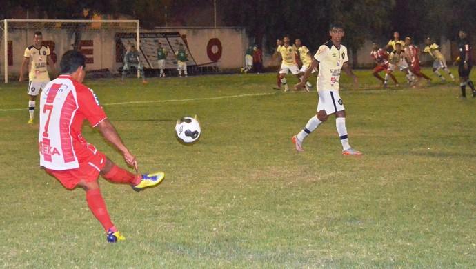 Náutico-RR teve oportunidades durante as bolas paradas  (Foto: Nailson Wapichana)