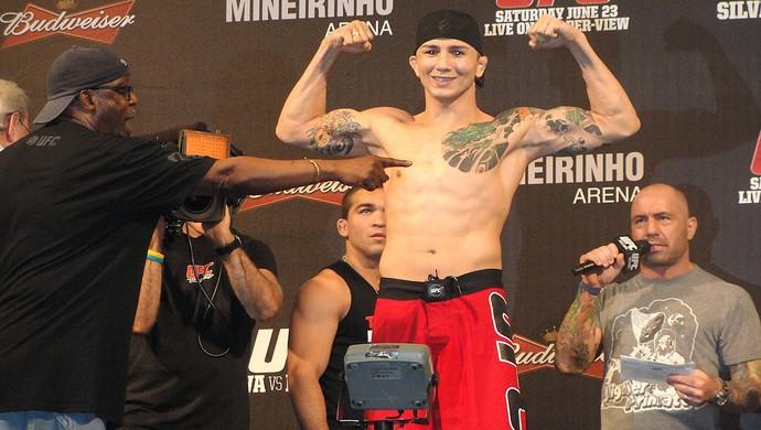 Gasparzinho na pesagem do UFC em BH (Foto: Marcelo Russio / SporTV.com)