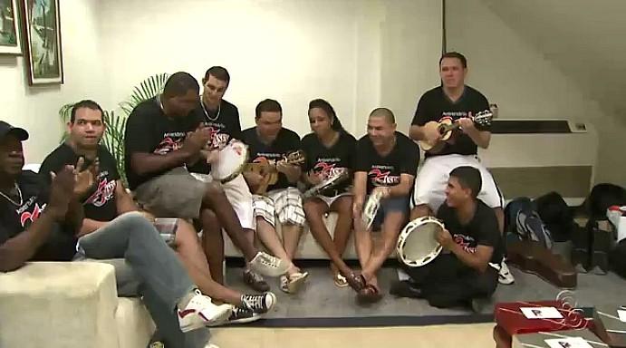 Nos bastidores a felicidade pelos 25 anos era evidente em cada membro do grupo (Foto: Amazônia TV)